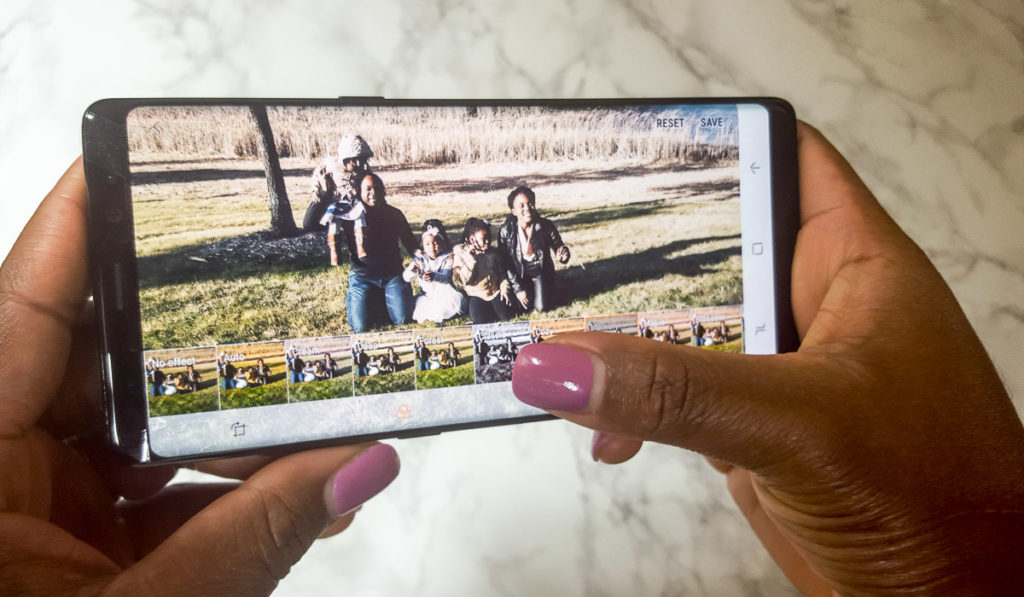 HOW TO TAKE PERFECT FAMILY PICTURES WITH YOUR PHONE