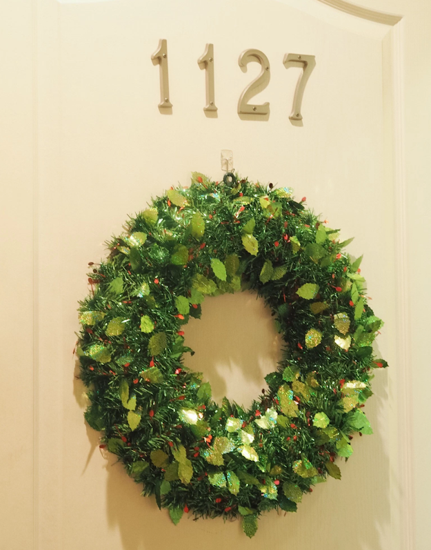 Damage Free Holiday Decor for Apartment Living | Blondes & Bagels